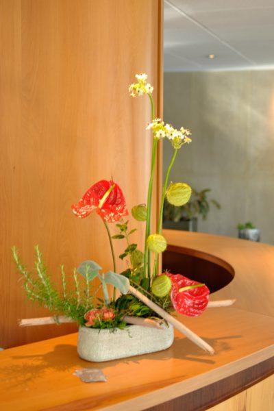 un abonnement d 39 une composition de fleurs blumstein cr ateur floral. Black Bedroom Furniture Sets. Home Design Ideas